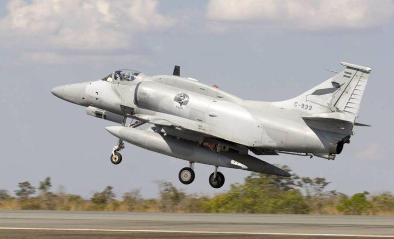 アルゼンチン空軍、製造から50年が経つ攻撃機「A-4」の継続使用を決断
